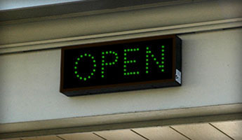 Outdoor LED Open Closed Signs for Bank Drive Up Lanes
